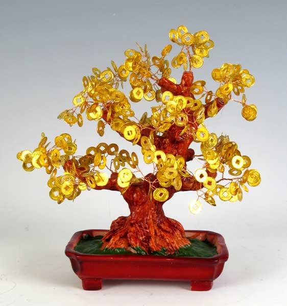 Каждый камень индивидуален: минимум огранки, и камешки превращаются в листья на волшебных деревьях.